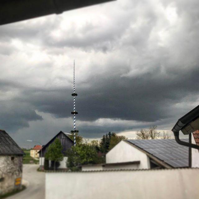 Schlechtes Wetter zieht aus.